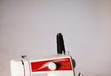 żelazko i maszyna do szycia