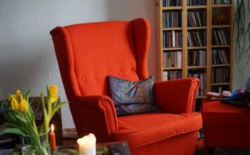 Jak dbać o meble do salonu
