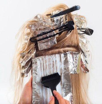 Warto wiedzieć, jak prawidłowo farbować włosy
